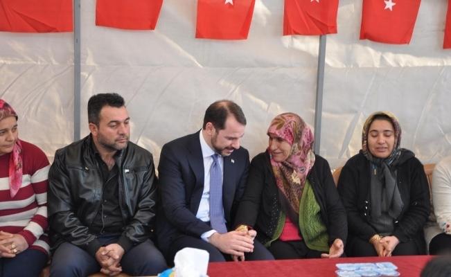 Bakan Albayrak Reyhanlı'da şehit ailelerini ziyaret etti