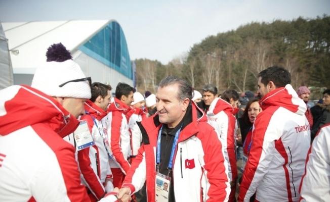 Bakan Bak Olimpiyat Köyünü ziyaret etti