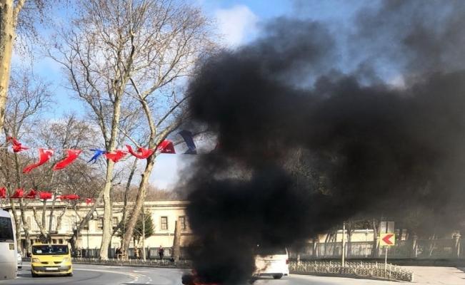 Beşiktaş'ta kaza yapan motosiklet alev alev yandı