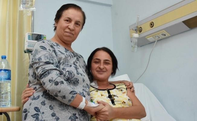 Böbreğini vererek kızını hayata bağladı