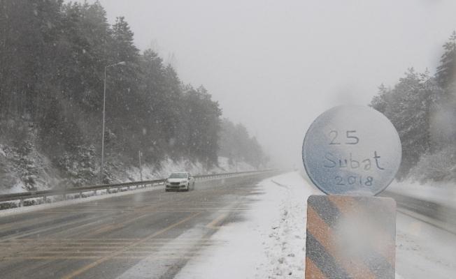 Bolu Dağında kar yağışı etkili oluyor