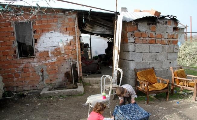 Derme çatma evde yaşam mücadelesi