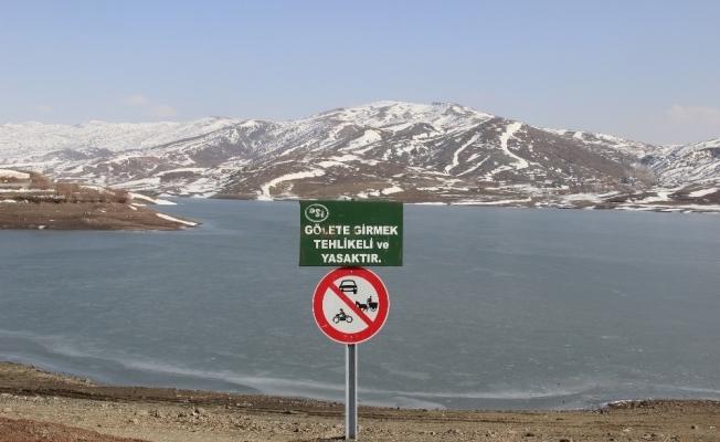 Dikkat! Donan göller tehlike saçıyor