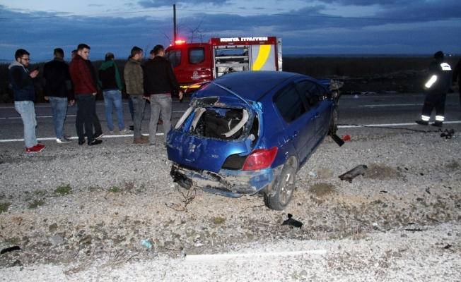 Direğe çarpan otomobil 2 gence mezar oldu