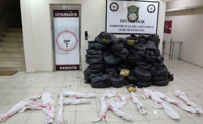 """Diyarbakır polisinden """"Afrin"""" mesajlı uyuşturucu operasyonu"""