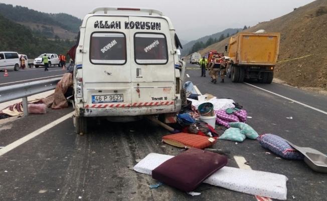 Feci kazada aynı aileden 9 kişi hayatı kaybetti