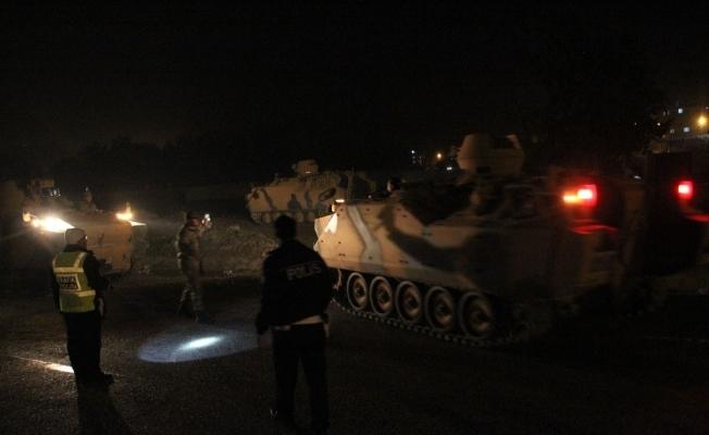 Hatay sınırına askeri sevkiyat sürüyor
