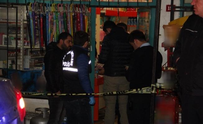 Hırsızlar soydukları marketin sahibini silahla vurdu