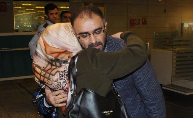 İsrail'de serbest bırakılan Türk akademisyen yurda döndü