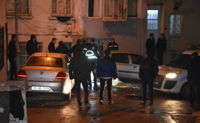 İzmir'de dehşet: Sokak ortasında yanarak öldü