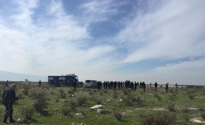 İzmir'de uçağın düştüğü alanda inceleme
