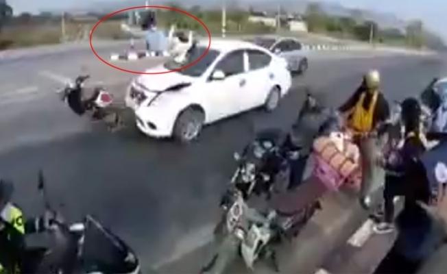 Kadın sürücü metrelerce sürüklendi