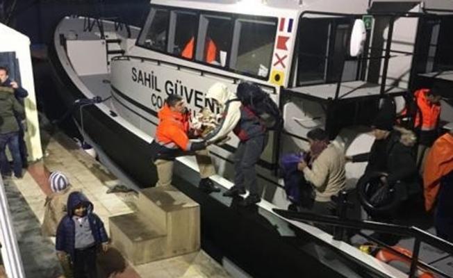 Lastik bottaki göçmenler kurtarıldı