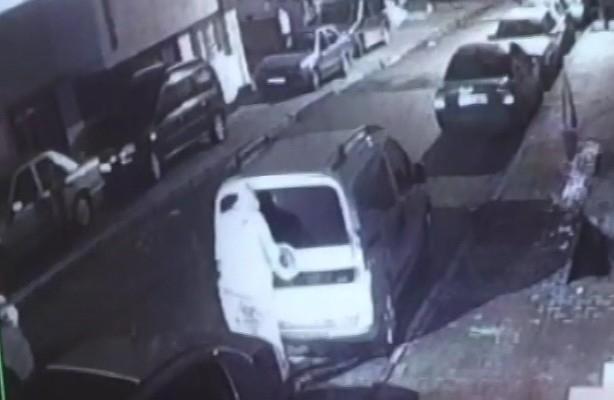 Mahalleliyi canından bezdiren oto hırsızı kamerada