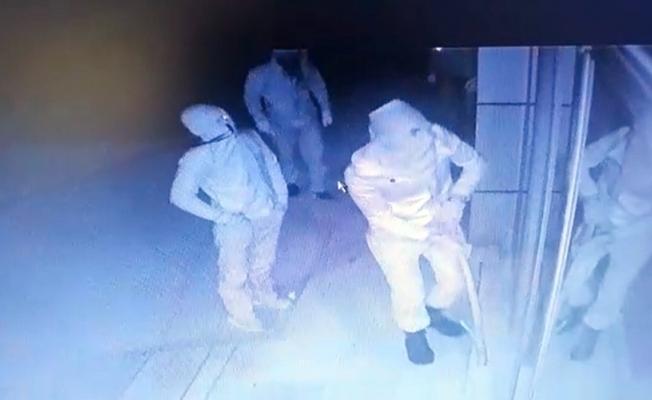 Maskeli hırsızlardan sopalı soygun