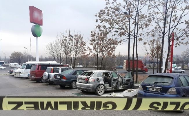 Park halindeki otomobil bomba gibi patlad