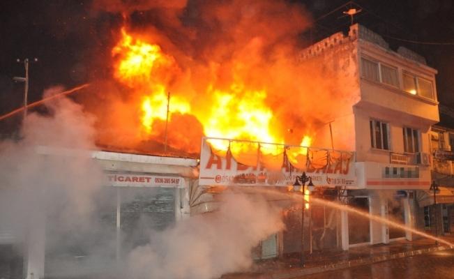 Pazar yerinde büyük yangın