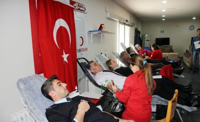 """Polisten """"Zeytin Dalı Harekatı""""na kan bağışı desteği"""