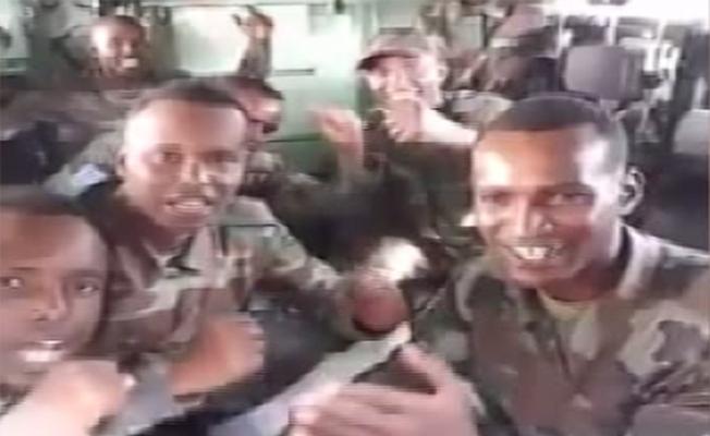 Somalili askerlerden 'İzmir Marşı'
