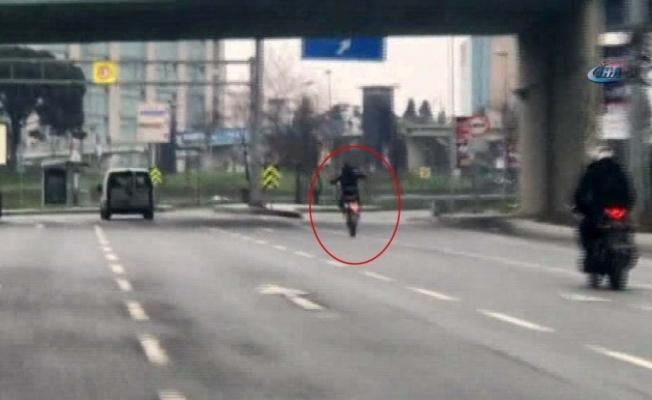 Trafikte tehlikeli şov kamerada