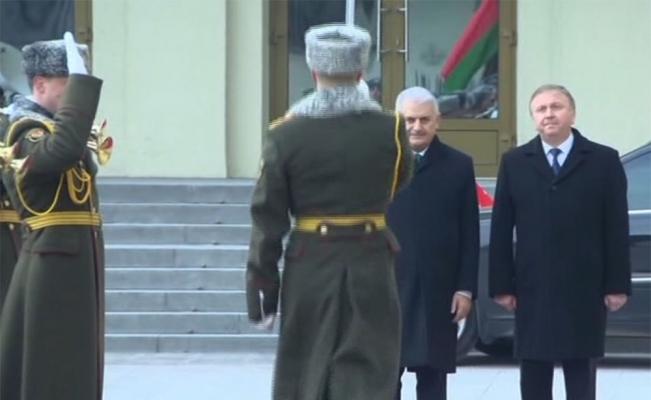 Yıldırım Belarus'ta resmi törenle karşılandı