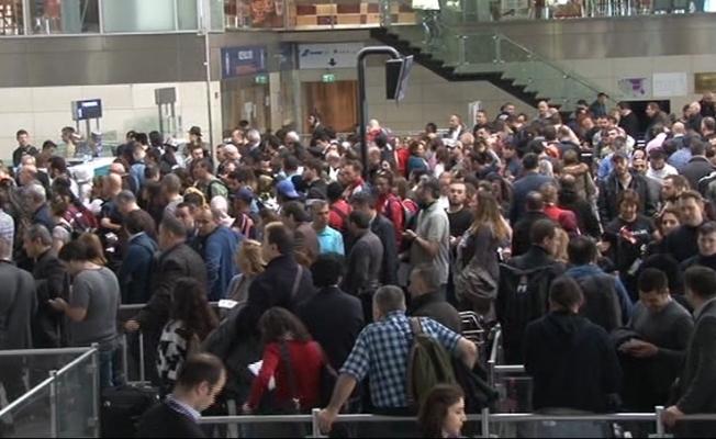 """Atatürk Havalimanı'nda """"polnet"""" yoğunluğu"""