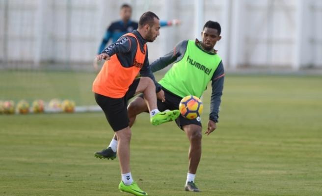 Atiker Konyaspor'da Osmanlıspor mesaisi başladı