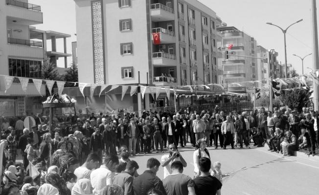 HDP'nin Nevruz kutlama alanlarında Türk bayrakları açıldı