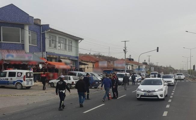 Işık ihlali yapan sürücü yayalara çarptı: 2 ölü