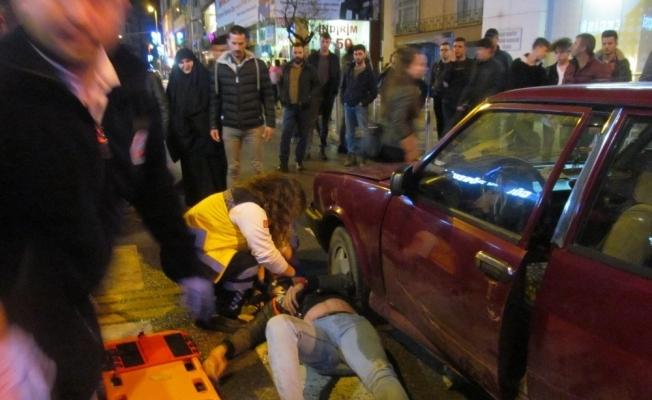 Otomobilin altında metrelerce sürüklendi