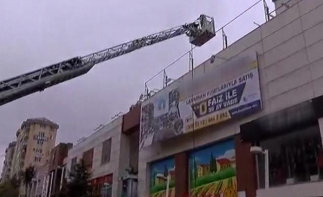 Pendik'te AVM'de yangın paniği