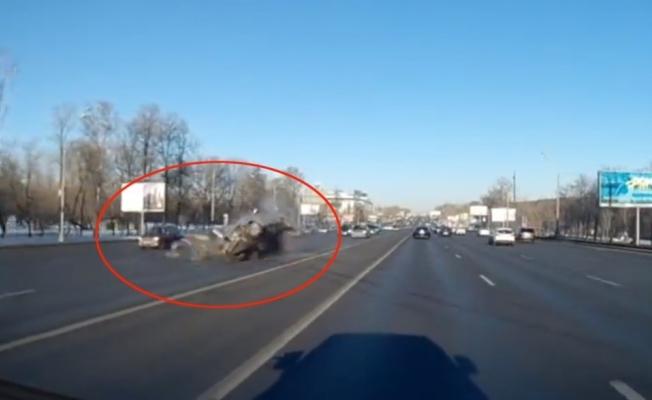 Rusya'da feci kaza: 1 ölü, 7 yaralı