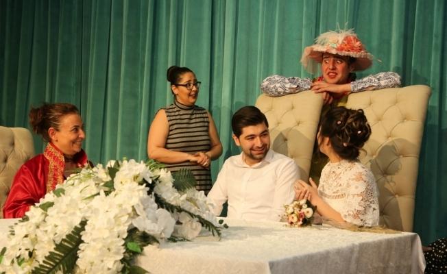 Tiyatrocuların nikahından renkli görüntüler