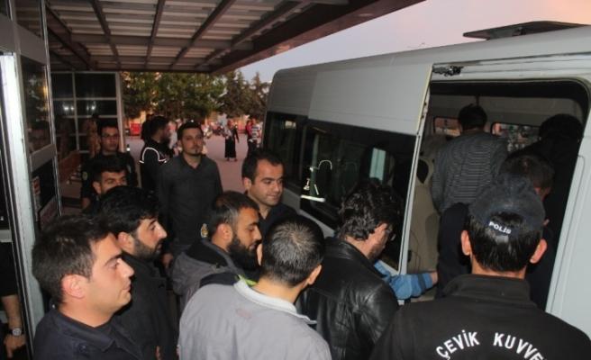 11 polis FETÖ'den tutuklandı