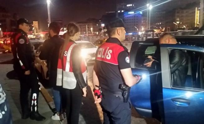 1 Mayıs öncesi Taksim'de helikopter destekli uygulama
