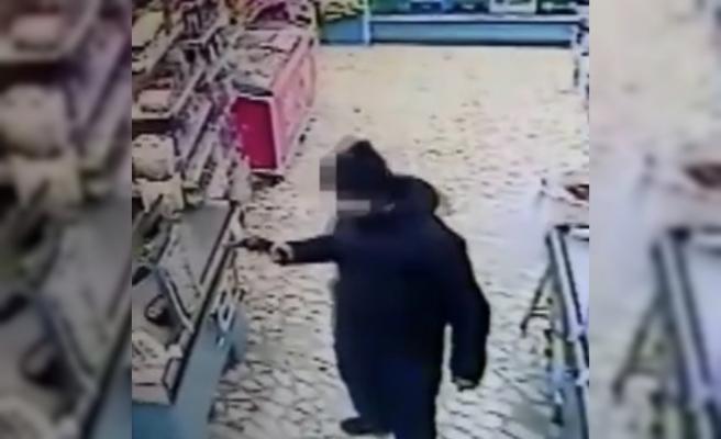 Altıpatlarla market soygunu