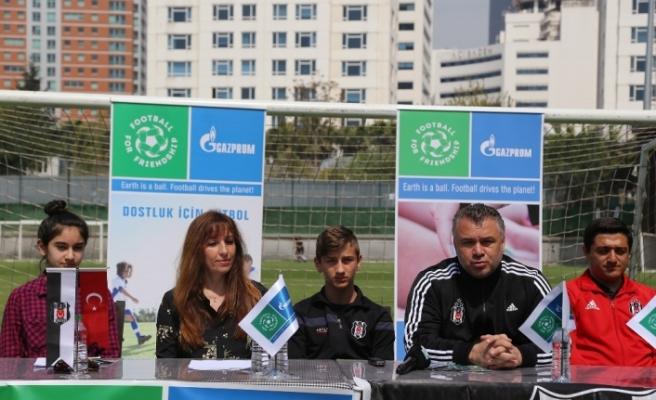 Beşiktaş, Futbol ve Dostluk Günü kutlamalarına ev sahipliği yaptı