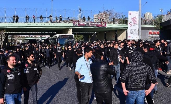 Beşiktaş taraftarı stada geldi