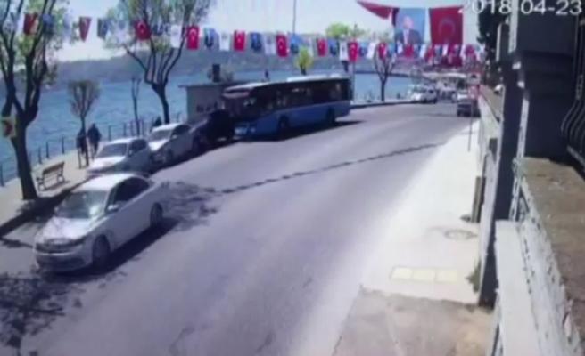 Halk otobüsü park halindeki 4 aracı biçti