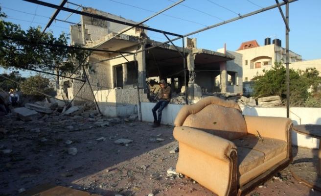 İsrail askerleri Filistinli şahsın evini havaya uçurdu