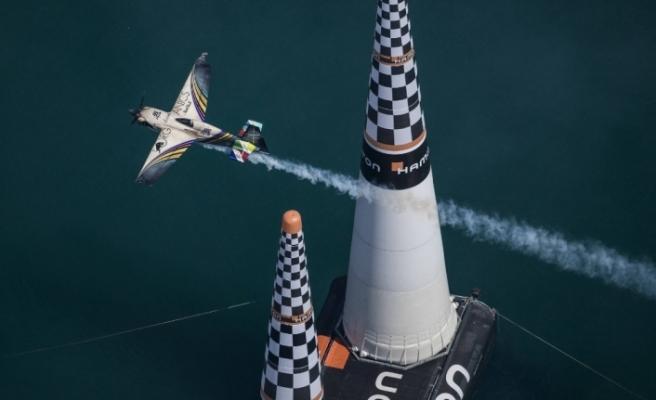 Red Bull Air Race'in Fransa etabını Hall kazandı