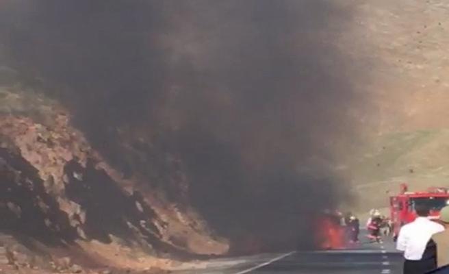 Seyir halindeki otomobil böyle yandı