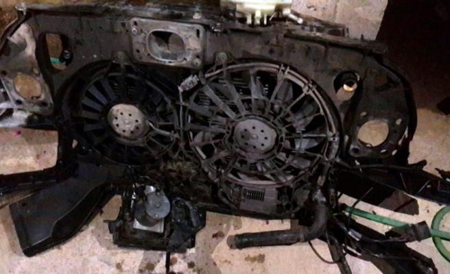 Tamir için bıraktı, arabası parçalandı