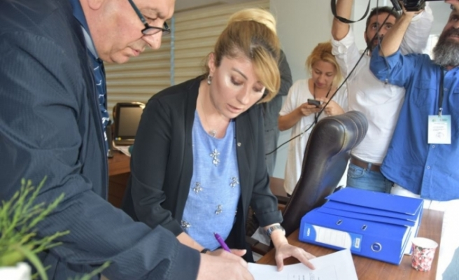 Tatlıses İzmir'den milletvekili aday adayı oldu