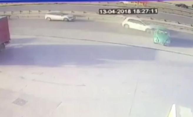 Trafik magandası makas atarken öndeki araca çarptı