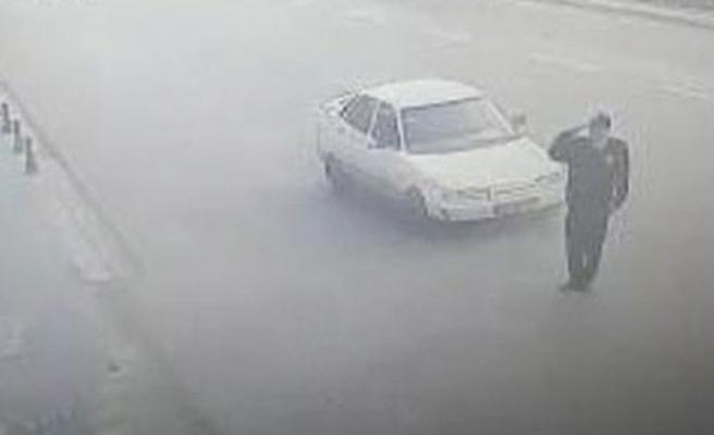Valiye selam vermek isterken araba çarptı