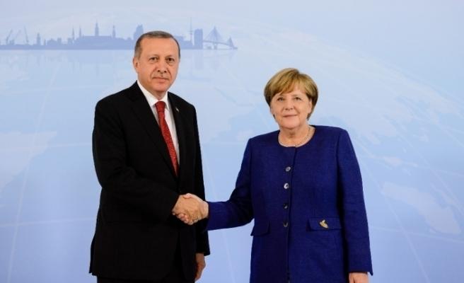 Erdoğan Merkel'le Filistin'i görüştü