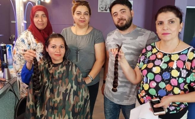 Kanser hastaları için saçlarını kestirdiler