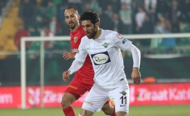 Akhisar'da 3 oyuncu ile yola devam kararı