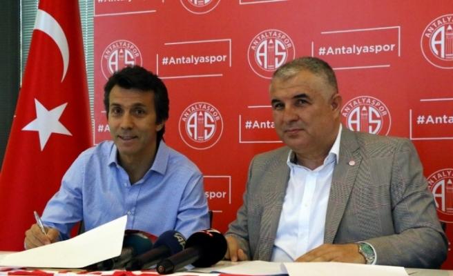 Antalyaspor ile 1+1 yıllık sözleşme imzaladı